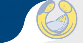 El logotipo del estudio, que es un dibujo en color azul, amarillo y blanco de una pareja con su bebe entre ellos